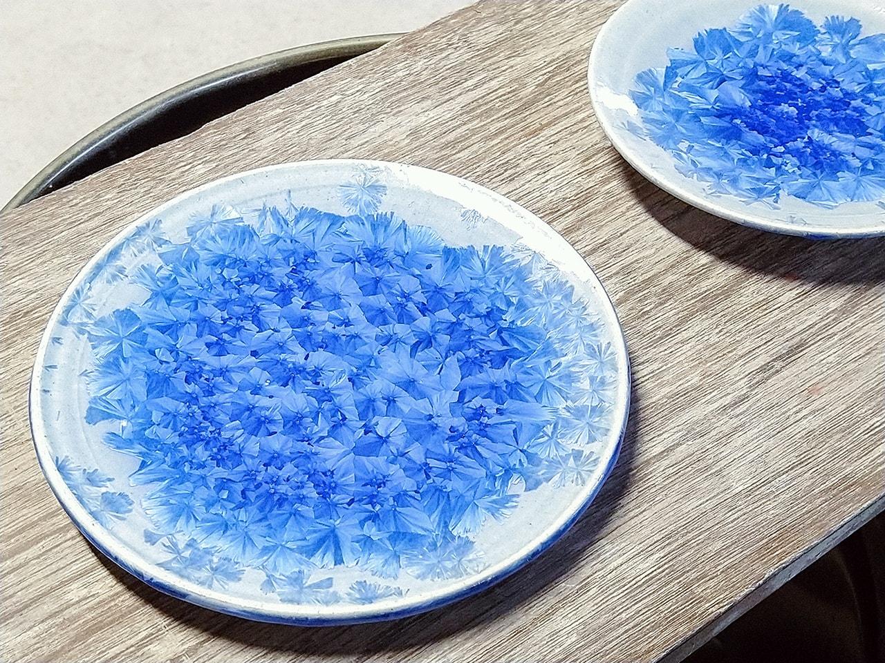 青い結晶皿